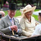 El Príncipe Carlos y Camila Parker llegando a Ascot 2018