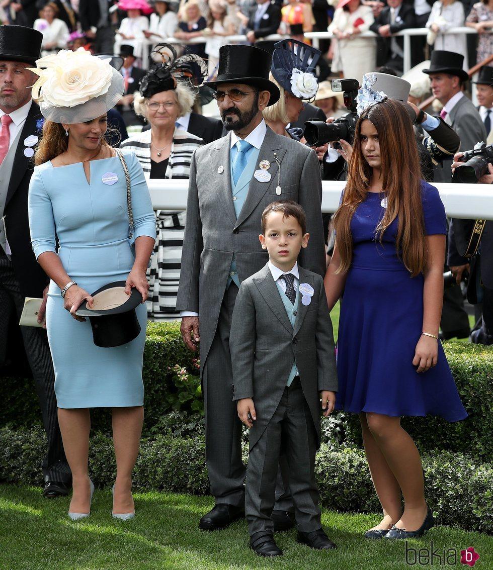 Mohammed bin Rashid Al Maktoum con la Princesa Haya de Jordania e hijos en Ascot 2018