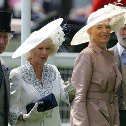 El Príncipe Carlos junto a la Duquesa de Cornualles y los Príncipes Michael de Kent en Ascot