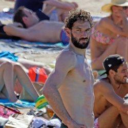Jorge Garbajosa luciendo torso durante unas vacaciones con su mujer en Ibiza