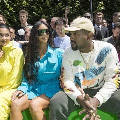 Kim Kardashian, Kanye West y Kylie Jenner en el desfile de Virgil Abloh en París