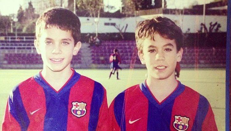 Marc y Èric Bartra de pequeños con camisetas del F.C. Barcelona