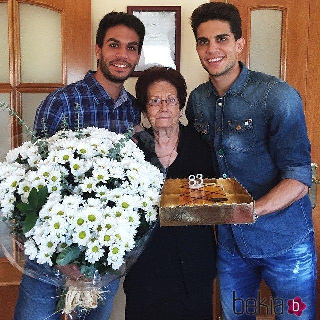 Èric y Marc Bartra en el cumpleaños de su abuela