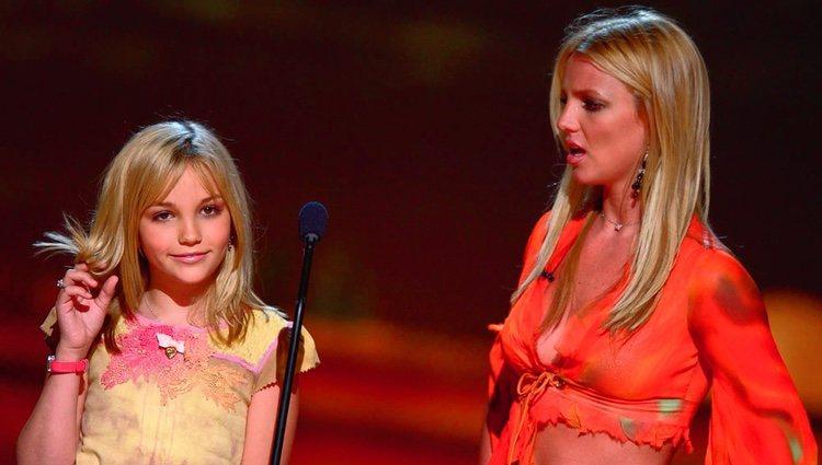 Jamie Lynn Spears y Britney Spears en una actuación