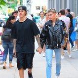 Justin Bieber y Hailey Baldwin pasean de la mano por las calles de Nueva York