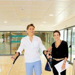 'El Cordobés' y Virginia Troconis saliendo del hospital