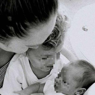 Candice Swanepoel con sus hijos Anacan y Ariel