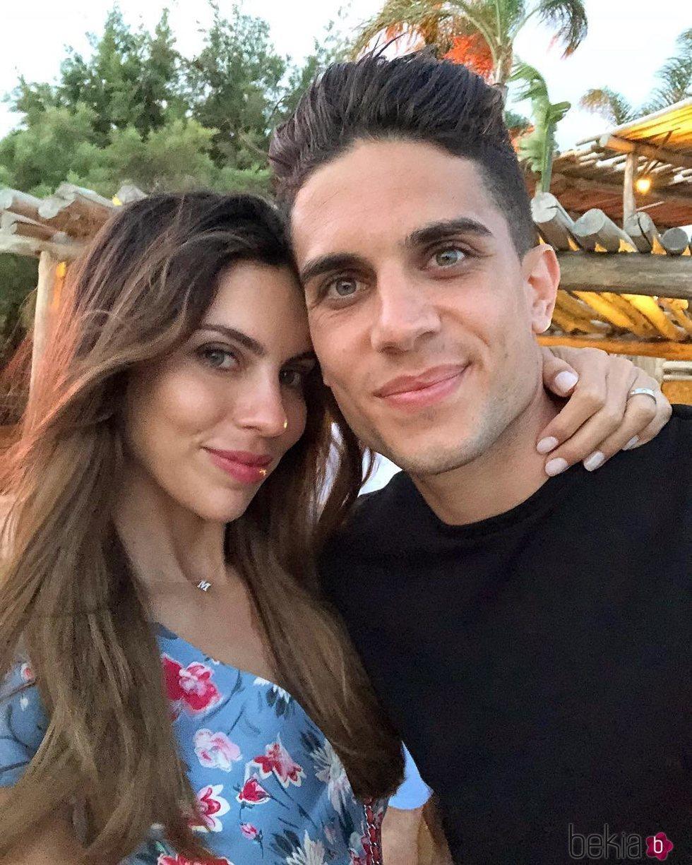 Melissa Jiménez celebrando su cumpleaños con Marc Bartra en Mikonos