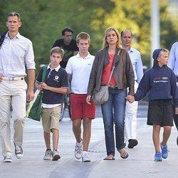 La Infanta Cristina e Iñaki Urdangarin con sus hijos Juan, Pablo y Miguel en Ginebra
