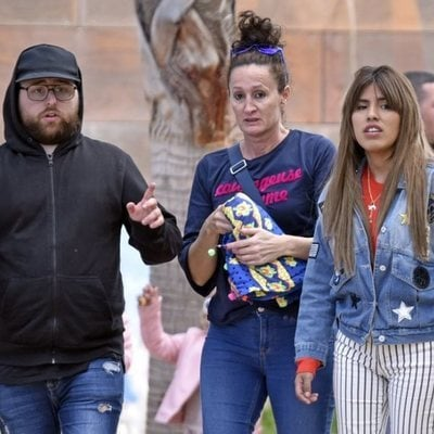 Dulce Delapiedra con Chabelita Pantoja dando un paseo