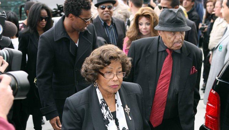 Joe Jackson y su mujer a su llegada a los Juzgados de los Ángeles