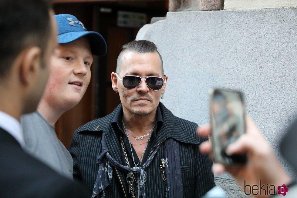 Johnny Depp durante la gira europea de su banda de música: Hollywood Vampires
