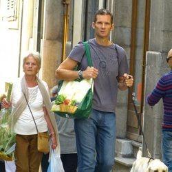 Iñaki Urdangarin y Claire Liebaert paseando por su perro por Ginebra