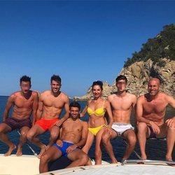 Zindane con su mujer y sus hijos de paseo en barco por Ibiza