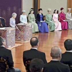 Los Emperadores de Japón durante unas lecturas de año nuevo