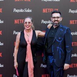 Miriam Díaz Aroca con un amigo en la premiere de la segunda temporada de 'Paquita Salas'
