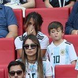 Antonella Roccuzzo muy triste en el partido de Argentina contra Francia en el Mundial de Rusia 2018