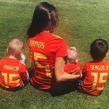 Pilar Rubio junto a sus hijos Sergio, Marco y Alejandro mostrando su apoyo a Sergio Ramos