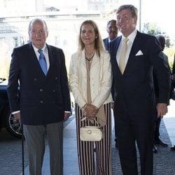El Rey Juan Carlos y la Infanta Elena con Guillermo Alejandro de Holanda en La Haya