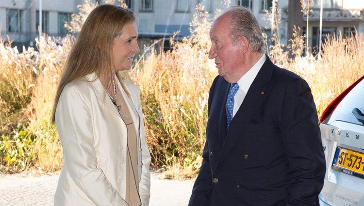 El Rey Juan Carlos y la Infanta Elena en el final de la Volvo Ocean Race en La Haya