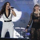 Ana Guerra y Aitana durante el concierto 'OT Bernabéu'