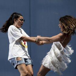 Dulceida y su mujer, Alba Paul, bailan durante el 'Dulceweekend 2018'