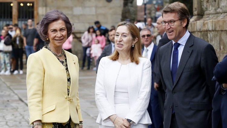 La Reina Sofía, Ana Pastor y Alberto Nuñez Feijoo durante un acto en la Catedral de Santiago de Compostela