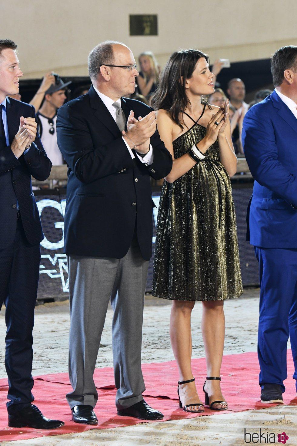 Carlota Casiraghi presume de embarazo junto a Alberto de Mónaco