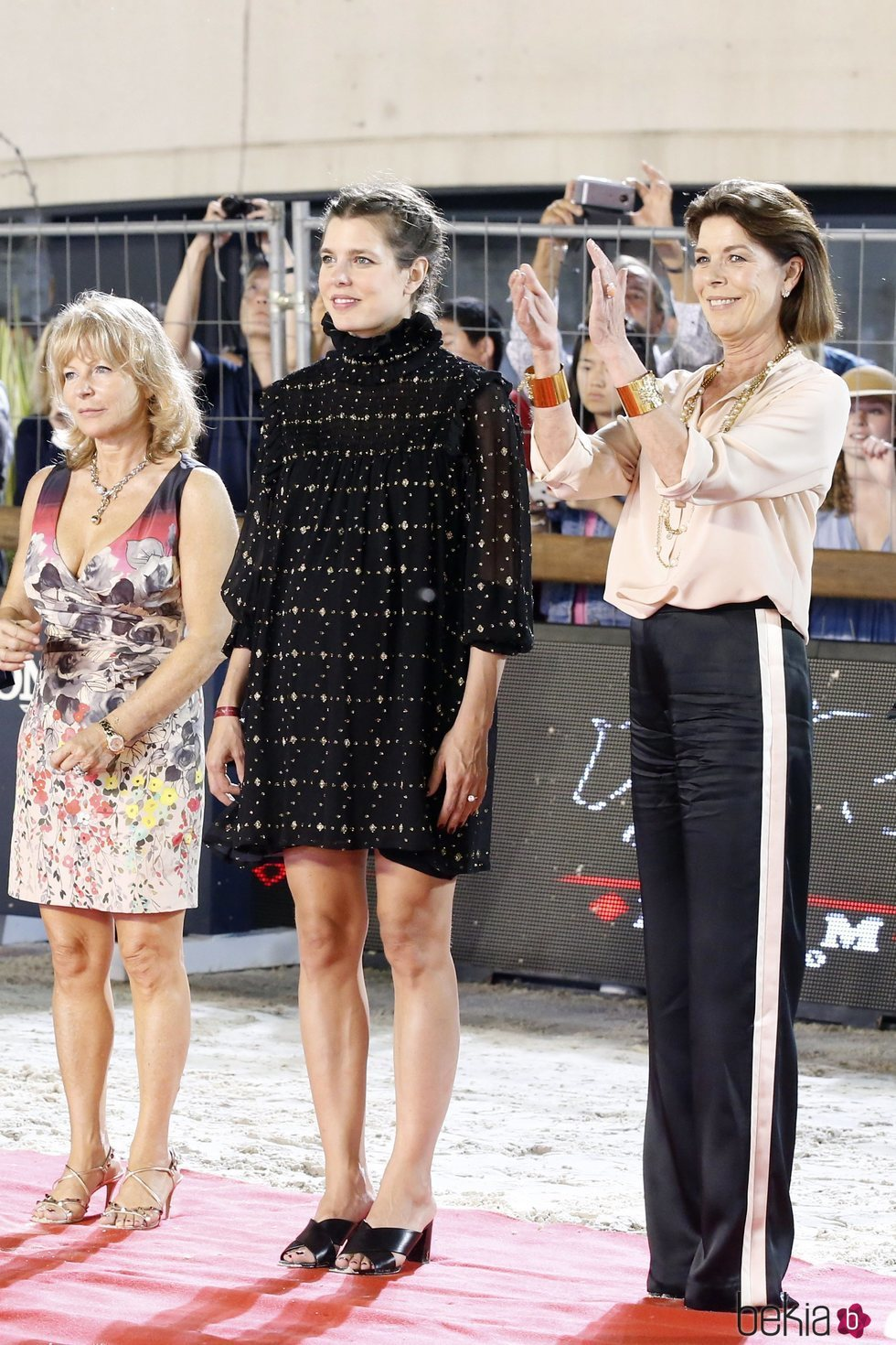 Carlota Casiraghi presume de embarazo junto a Carolina de Mónaco