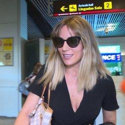 Edurne en el aeropuerto de Madrid tras la eliminación de España