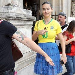 Adriana Lima apoyando a la selección brasileña