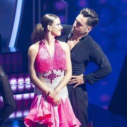 David Bustamante y Yana Olina mirándose cariñosamente durante la octava gala de 'Bailando con las estrellas'