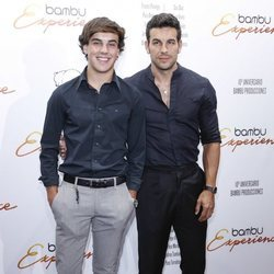 Óscar y Mario Casas en la fiesta del décimo aniversario de la productora Bambú