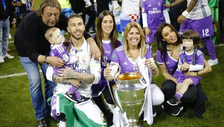 Sergio Ramos celebrando la Champions League en familia