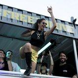 Alba Flores en la carroza de 'Vis a Vis' durante el desfile del Orgullo 2018