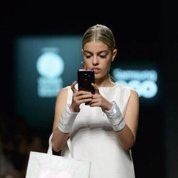 Nerea Rodríguez desfilando en la Madrid Fashion Week 2018