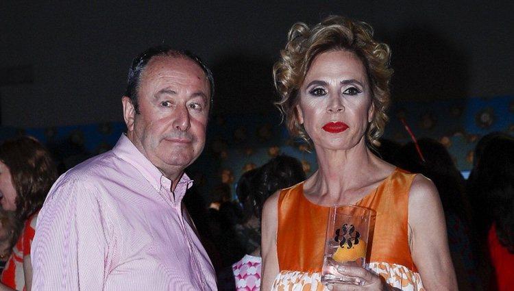 Ágatha Ruiz de la Prada y Luis Miguel Rodríguez El Chatarrero en el desfile de la diseñadora en Madrid Fashion Week