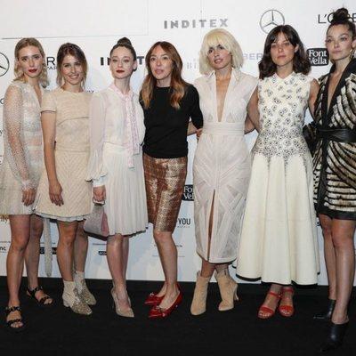 Teresa Helbig con Lulu Figueroa, Ruth Llopis, Elena Rivera, Verónica Echegui, Iria del Río y Ana Rujas en el front row de Teresa Helbig en Madrid Fashion W