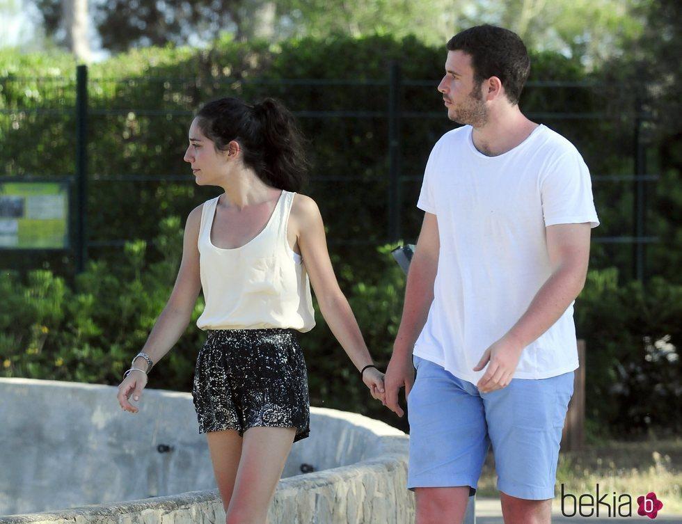 Álex Lequio y Francisca dando un paseo por Mallorca