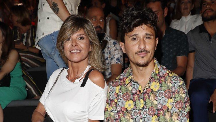 Arancha de Benito y su novio en el front row de Andrés Sarda en Madrid Fashion Week primavera/verano 2019