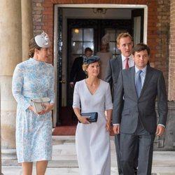 Lucy Middleton, Hannah y Robert Carter y Harry Aubrey-Fletcher en el bautizo del Príncipe Luis