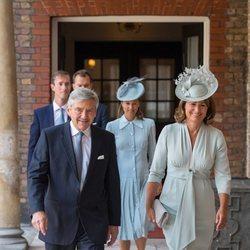Michael y Carole Middleton, Pippa Middleton y James Matthews en el bautizo del Príncipe Luis