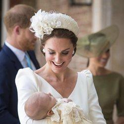 Kate Middleton sonríe al Príncipe Luis en su bautizo