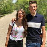 Marta verona al lado de su hermano, ciclista profesional