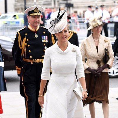 La Condesa de Wessex, la Princesa Ana y Sir Timothy Laurence en la celebración del centenario de la RAF