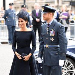 El Príncipe Harry y Meghan Markle en la celebración del centenario de la RAF