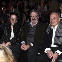 Carlos García Revenga y Mencía Morales de Borbón-Dos Sicilias en el front row de Miguel Marinero en Madrid Fashion Week otoño/invierno 2018/2019