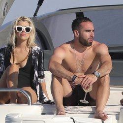 Daniel Carvajal con un grupo de amigos en Ibiza