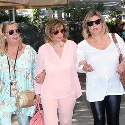 Terelu, Carmen Borrego y María Teresa Campos de paseo por Madrid