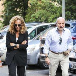 Rocío Carrasco y José Bernal visitando a Terelu después de su operación